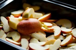 Sliced apples for roasting
