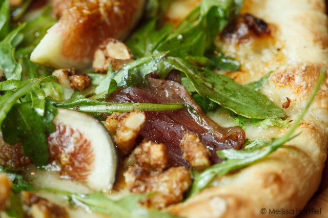 fig and duck proscuitto pizza